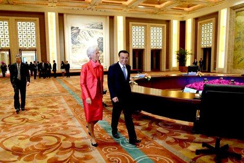 """这张圆桌见证:中国总理与6大国际组织领袖双向""""对表"""""""